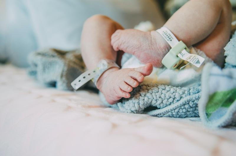 Antalet nya barn som föds i Spanien har länge minskat, men pandemin har fått födslarna att rasa till historiskt låga nivåer.