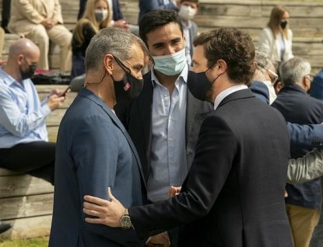 Tony Cantó (till vänster) med PP-ledaren Pablo Casado. Foto: PP