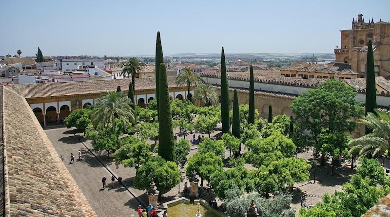 Patio de los Naranjos har visat sig dölja lämningar av ett gammalt biskopspalats från 400-talet.