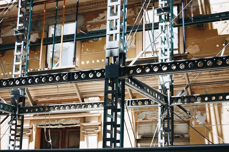 Regeringen planerar att avsätta 5,8 miljarder euro av EU-fonderna till renovering av byggnader och bostäder, för att göra dem mer energieffektiva.