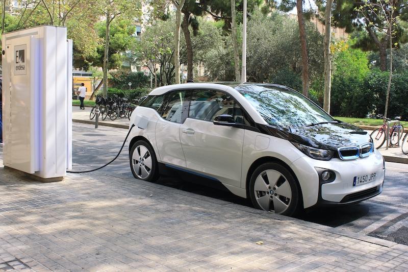 Privatpersoner som köper en ny elbil efter 10 april får 4.500 euro i bidrag via det nya programmet