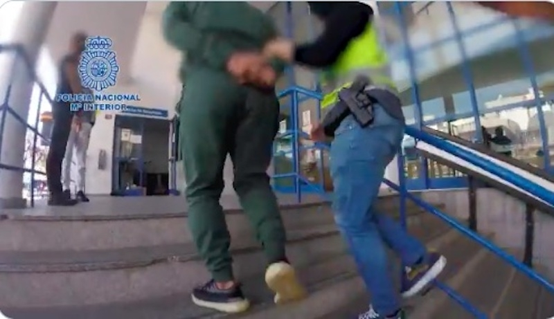 Fem personer har gripits i Danmark och Marbella, misstänkta för att ha förberett mordet på ledaren för en rivaliserande liga. Foto: Policía Nacional