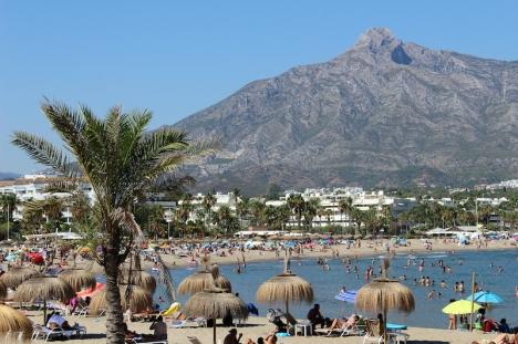 Många, både spanjorer och utlänningar, uppges ha valt att mantalsskriva sig i sin semesterbostad vid kusten under 2020.