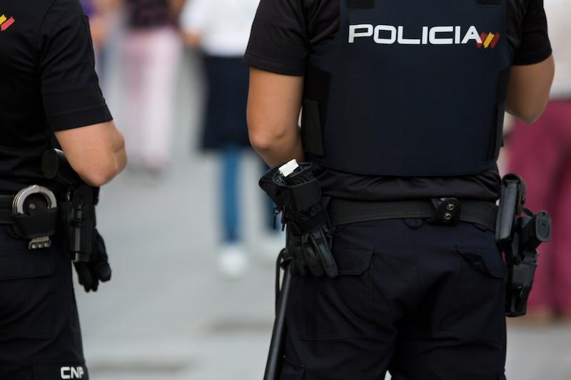 En 40-årig man har gripits på Mallorca för att uppsåtligen ha smittat ett stort antal personer med Covid-19.