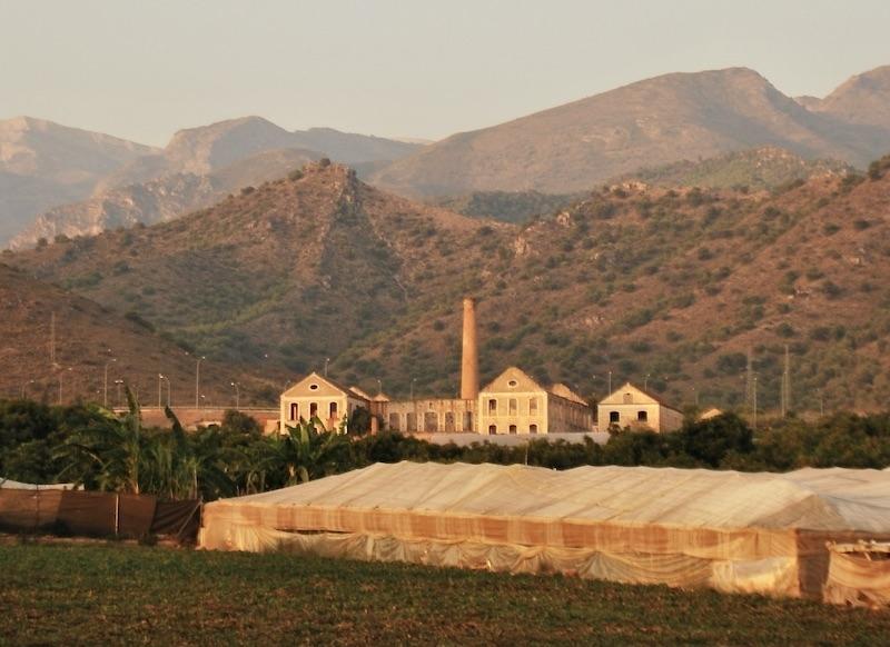 Bakom golfprojektet står Salsa Inmobiliaria, som vill utveckla 250 hektar i Maro, intill vikar och raviner i en av Málagaprovinsen vackraste och mest skyddade hörn.