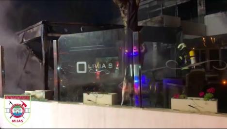 Restaurangen Olivia´s i La Cala de Mijas brann tidigt på måndagsmorgonen och händelsen utreds nu av polisen. Foto: Bomberos de Mijas