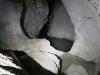 En vanlig amatörvandrare med god fysik kan ta sig in ungefär 300 meter i grottan, till en avsats vid en underjordisk källa.