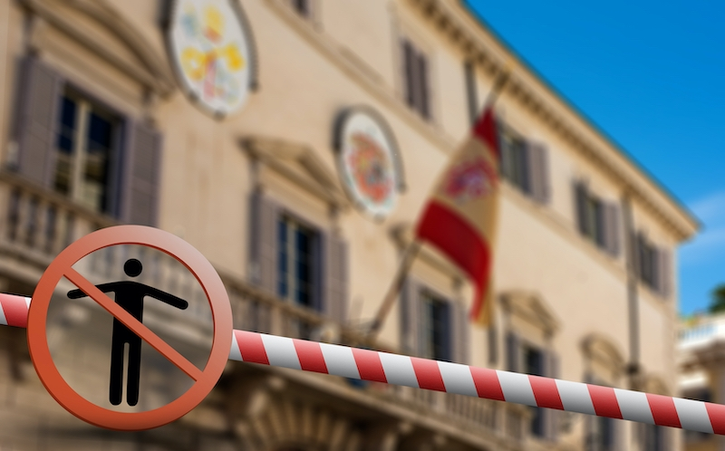 Från och med 9 maj måste varje enskild region ansöka om tillstånd från en domare, för att kunna begränsa människors rörlighet.