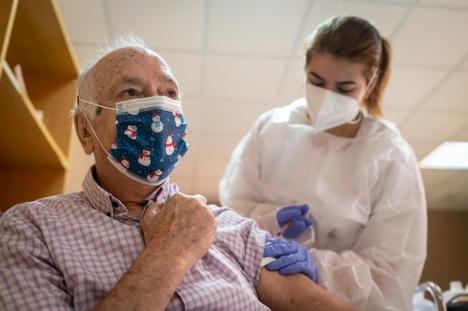 Den ökade vaccinantionstakten befinns ha en direkt relation till de sjunkande dödssiffrorna i Spanien.