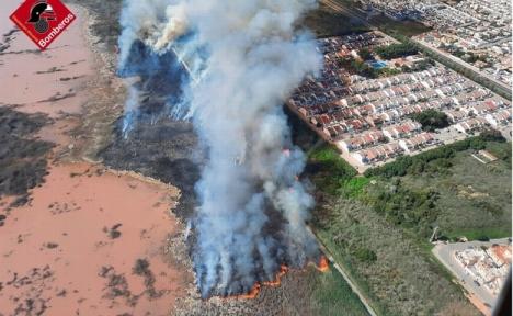 Naturbranden hotade ett flertal bostadsområden. Foto: Consorcio Provincial
