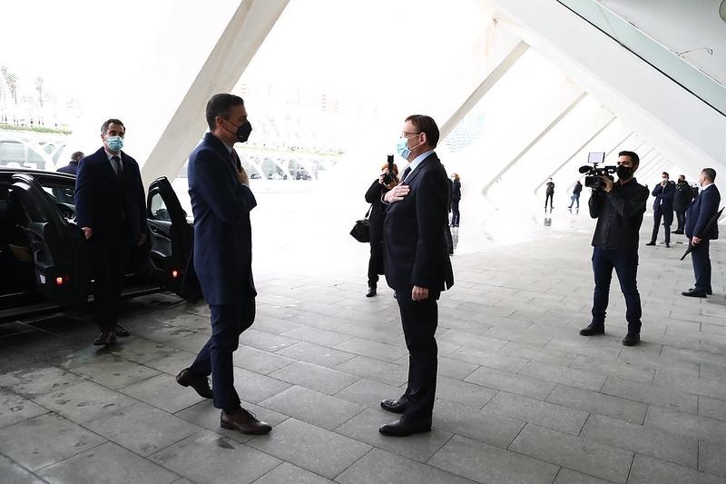 Ximo Puig (till höger) med regeringschefen Pedro Sánchez.