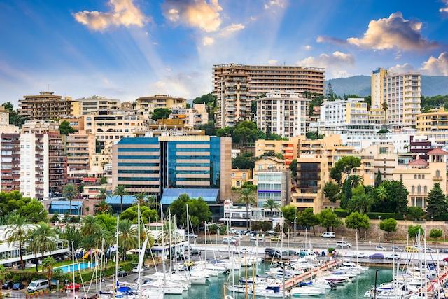 Turistorter som Mallorca, som gjort stora uppoffringar för att pressa ned sin smittkurva, straffas av att andra områden i Spanien har en betydligt högre smittfrekvens.