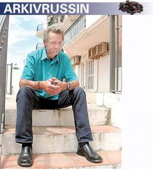 Kenneth var uteliggare i Sverige i åtta år och är mycket bitter på det svenska systemet. I Spanien möter han större respekt och här trivs han bättre.