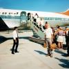 Charterresorna gjorde att turismen till Spanien sköt i höjden. Christer väntar på att gå ombord på flyget. Foto: Privat