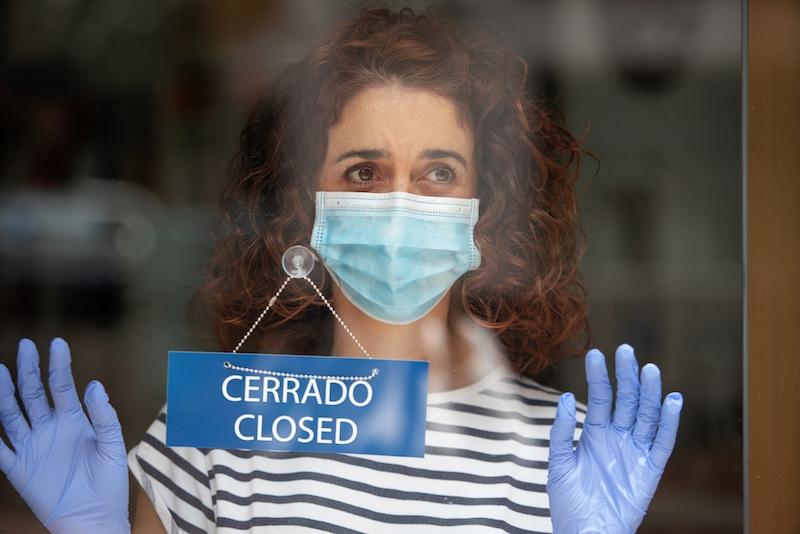 Spanska företagare har fått vänta mer än ett år på direktstöd för att klara sig mot coronakrisen. Programmet godkändes först i mars 2021 och några pengar har inte delats ut ännu.