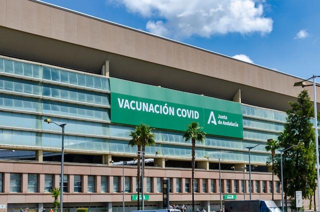 Spanien och Sverige ska spela mot varandra 14 juni i stadion La Cartuja i Sevilla, som just fungerat som vaccinationscenter mot Covid-19.