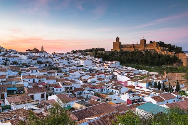 Sammanlagt 243 fall av Covid-19 hos främst studenter har lett till att Antequera toppar smittfrekvensen i hela Spanien.