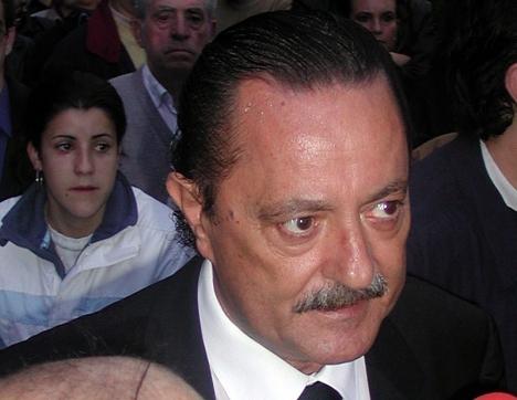 Kronisk sjukdom gör att Julián Muñoz tillåts slippa fängelse, i förtid.