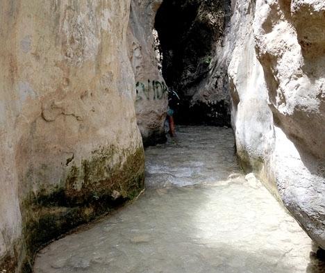 Nerja kommun skärper bevakningen och påminner om det rådande besöksförbudet vid ån Chíllar.