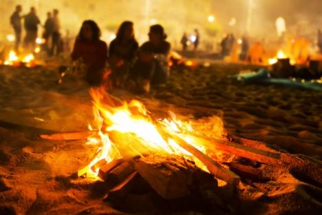 I år blir det tillåtet att vistas på stranden vid Costa Tropical till midsommar, men ej att tända bål.