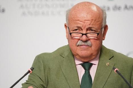 Hälsovårdsrådet i Andalusien Jesús Aguirre rekommenderar bruket av munskydd även utomhus ytterligare några veckor. Foto: Junta de Andalucía