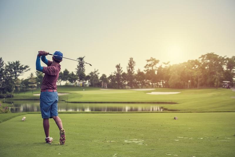 Golf är en sport som främjar hälsan på flera sätt, dels tack vare den fysiska aktiviteten som involverar i princip hela kroppen. Dels den sociala aspekten som påverkar vår psykiska hälsa. Foto: Meliá Villaitana