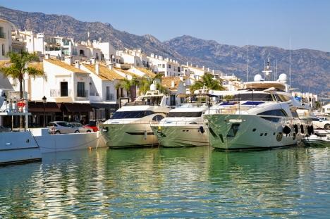 Svenskarna sticker ut som den nationalitet som köpte de dyraste bostäderna i Spanien 2020.
