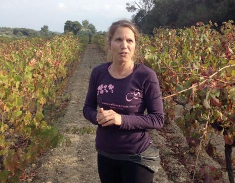 Marta Arenas sköter allt i gården Celler Can Sais själv, från vinodling till guidning. Foto: Björn Andersson