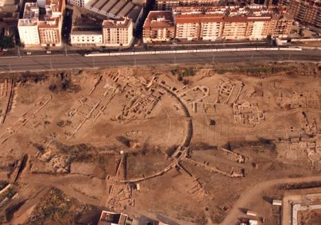 Maximiano Hercúleos palats uppges ha varit det största i hela det romerska imperiet. Det mesta av lämningarna förstördes när Córdobas tågstation byggdes i början av 1990-talet.