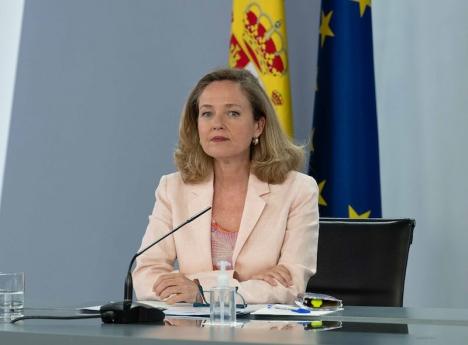 Ansvarig minister för den digitala övergången, Nadia Calviño, på presskonferensen efter ministerrådsmötet 6 juli.