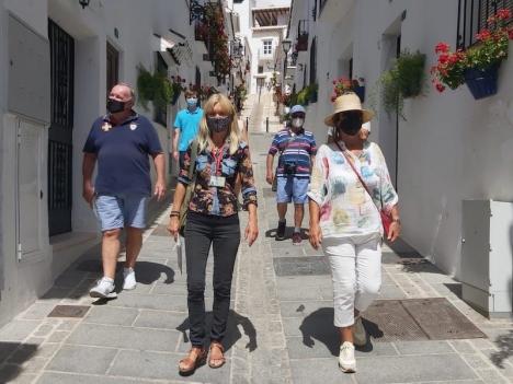 Pia Bruun är utbildad vandringsguide och lokalguide och bor i Andalusien sedan 1985. Hon leder företaget Mijas Secrets och arrangerar upplevelser längs hela Costa del Sol.