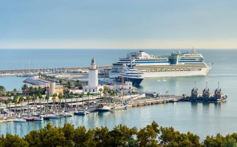 Det första internationella kryssningsfartyget sedan pandemin bröt ut, anländer till Málaga 13 juli.