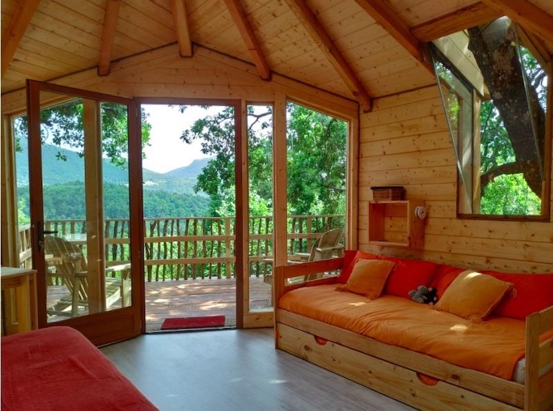 I Villanueva de Arce, i Navarra, går det att spendera natten i ett trädhus med plats för hela familjen. Foto: Agroturismo Mari Cruz