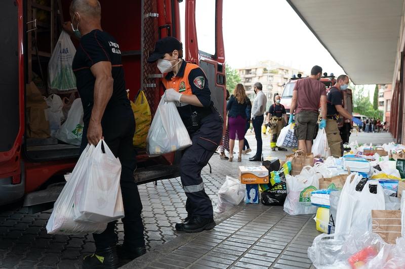 Pandemin har tvingat allt fler familjer att söka hjälp för att få tillgång till basvaror.