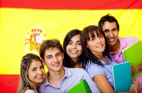 Spanska ungdomar har det visserligen bättre än sina föräldrar hade det när de var unga, i en del aspekter. Men på flera plan har deras situation blivit sämre de senaste 40 åren.