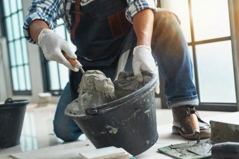 Kraftigt stigande priser för byggmaterial hotar lönsamheten för nyproduktion men även renoveringar som utförs av mindre byggbolag.