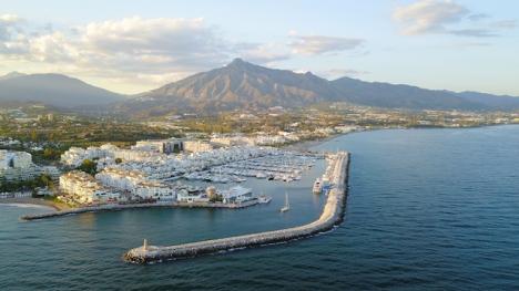 Efter ett par dagar med en smittfrekvens över tusen fall per 100.000 invånare, har Marbella lyckats komma under strecket igen.