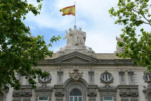 Högsta domstolen menar att olika kriterier gäller beträffande utegångsförbuden i exempelvis Katalonien och Valenciaregionen, jämfört med den ansökan som nekats på Kanarieöarna.