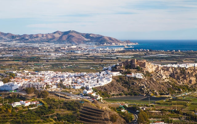 Motril är först ut med att bygga den enhetliga strandpromenad som bland annat ska anknyta med Salobreña, vid Granadakusten.