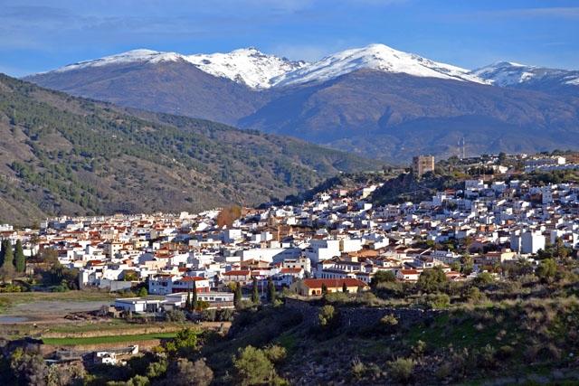 Den som vill köpa billigt på Costa Tropical ska ta en titt på Vélez de Benaudalla. Men vänta inte för länge för huspriserna har det senaste året stigit här mer än någon annanstans på kusten.