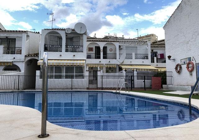 Beroende på region kan en bostad vara mer än 50 procent dyrare, om den har tillgång till simbassäng.