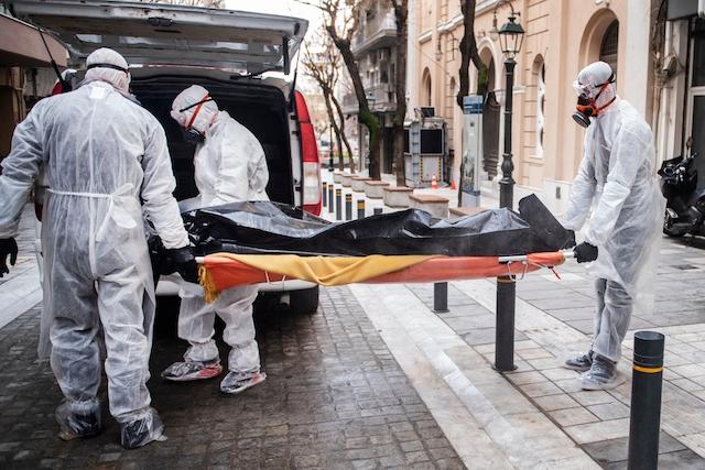 Närmast total avsaknad av bilder på avlidna är ett av flera skäl som anges till att en stor del av allmänheten inte insett omfattningen av pandemin.