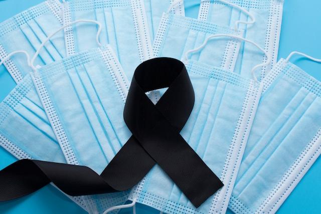 Trots avsevärt lägre dödlighet har den femte vågen av pandemin skördat mer än 4.800 liv i Spanien.