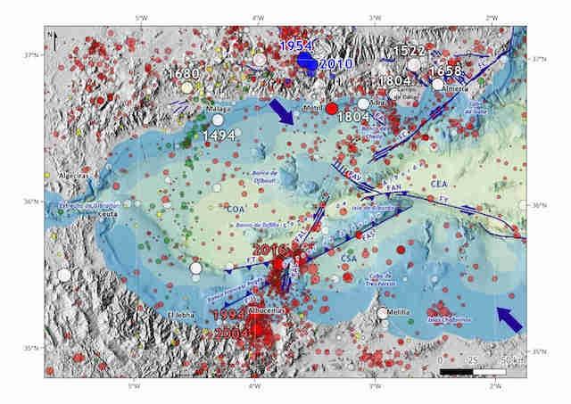 Jordskalv har förekommit i området i århundraden, men nya sprickor uppges ligga bakom ökningen de senaste sex åren. Karta: Instituto Geográfico Nacional