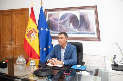 Regeringschefen Pedro Sánchez har valt att inte avlysa det sammankallade mötet som ska behandla ökningen av antalet hatbrott i Spanien.