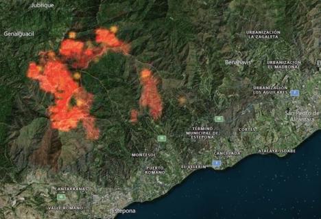 Efter tre dygn har storbranden vid Sierra Bermeja börjat hamna under kontroll. Foto: Zoom Earth