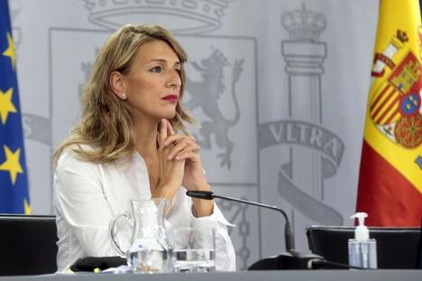 Arbetsmarknadsministern Yolanda Díaz (Unidas Podemos) har denna gång inte arbetsgivarna på sin sida.