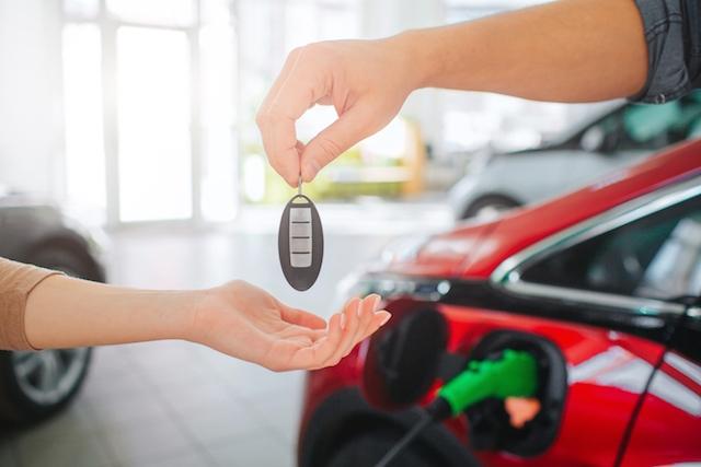 En anledning till att det sålts fler miljövänliga fordon är att den totala försäljningen av nya fordon i Spanien fortfarande är mycket låg.