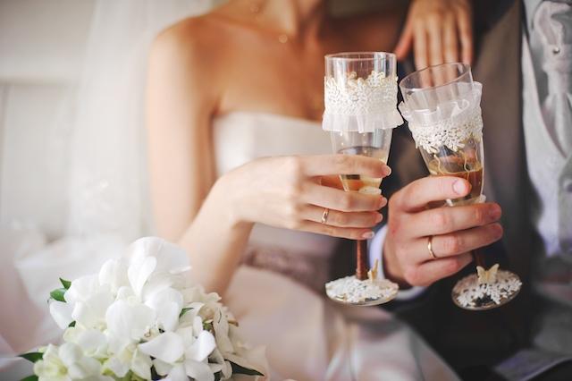 Brudparet slipper betala för festen där 40 procent av gästerna insjuknade, men får inte kompensation för den förstörda bröllopsresan. ARKIVBILD