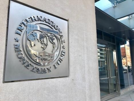 Den nya tillväxtprognosen för Spanien från Internationella valutafonden är 0,5 procentenheter lägre än den tidigare.